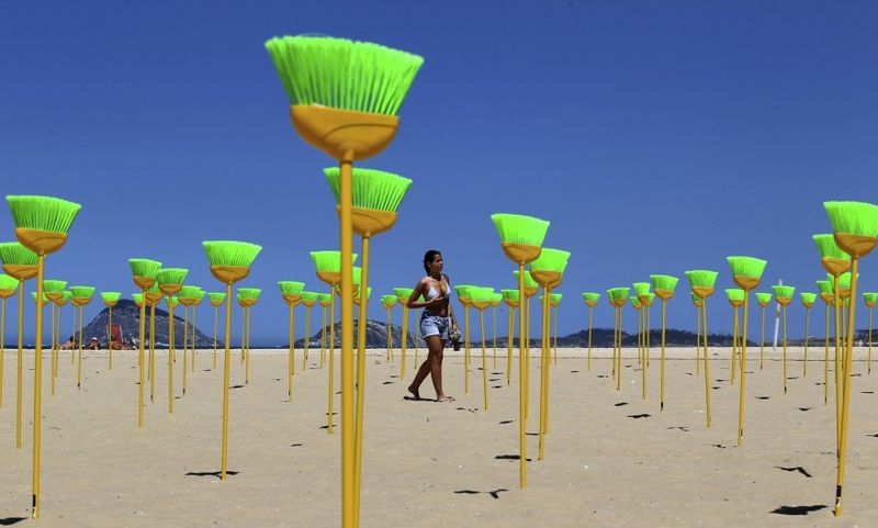 Reuters_Brazil_brooms_beach_19sep11-878x528