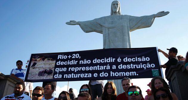 Protesto-Cristo-Rio20